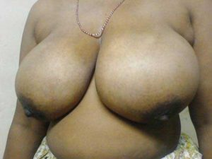 Amateur Bhabhi big round tits