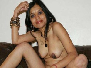 Amateur Girl full nude fingering pic