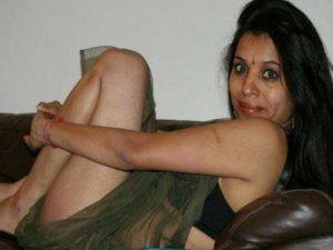 Amateur Girl hot n horny on sofa pic