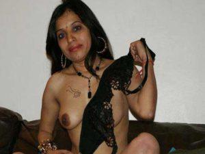 Amateur Girl nude big tits pic