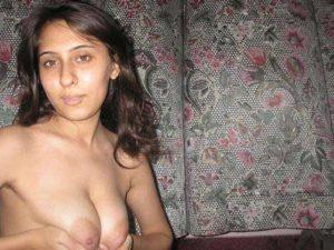 Amateur Girl pressing big tits pic