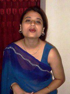 DEsi Bhabhi sexy kiss pic