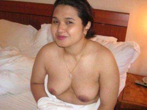 Desi Aunty big nude boobs pic