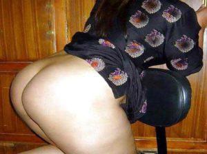 Desi Aunty big round ass nude pic
