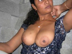 Desi Aunty big tits exposed hot pix