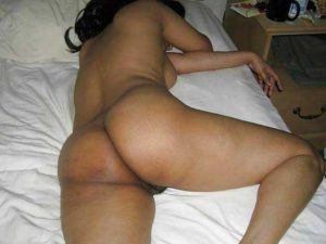 Desi Aunty brown ass nude pic