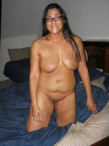 Desi Aunty full nude big tits pic