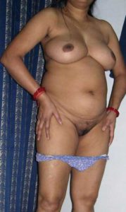 Desi Aunty fully nude big tits hairy pussy pic