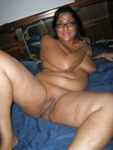 Desi Aunty fully nude wet pussy pic