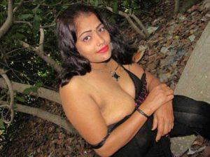Desi Aunty nude big boobs pic