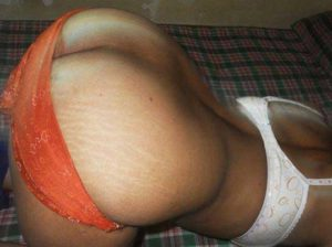 Desi Aunty nude big brown ass pic