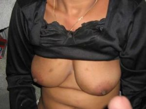 Desi Aunty nude big tits pic