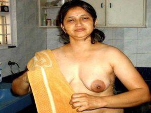 Desi Aunty nude big tits xxx pic