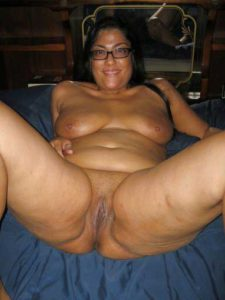 Desi Aunty wet horny pussy nude pic
