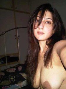 Desi Babe naked big breasts selfie