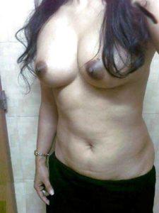 Desi Babe nude big round tits xxx pic