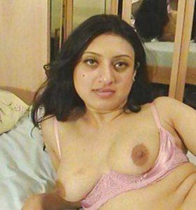 Desi Bhabhi nude big boobs pic