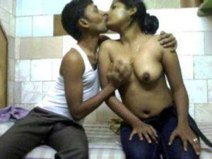 Desi Bhabhi nude kissing big tits pic