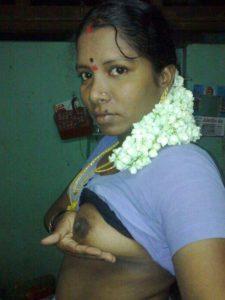 Desi Bhabhi show big nude tits