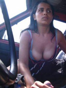 Desi Couple hot handjob in car pic