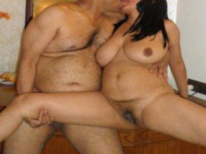 Desi Couple kissing full nude hot pic