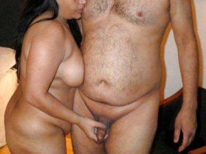 Desi Couple nude handjob pic