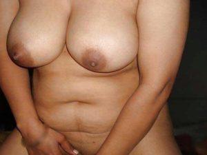 Desi Girl big tits nude hot pic