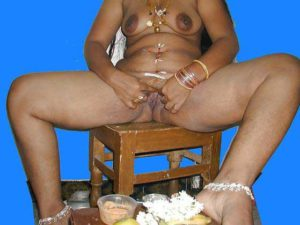Desi Girl full nude big tits shaved pussy pic
