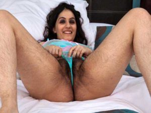 Desi Girl horny hairy pussy pic