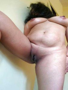 Desi Girl hot big tits shaved pussy pic
