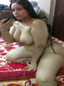 Desi aunty chubby nude big tits selfie