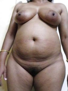 Desi aunty fully nude big round tits pic