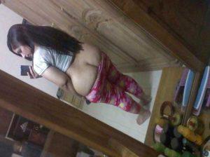 Desi aunty nude big round ass selfie