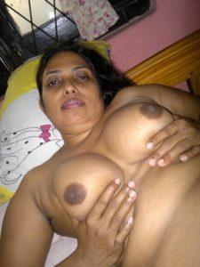 big boobs desi MILF nude pic