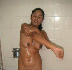 big round tits desi indian gf naked bath