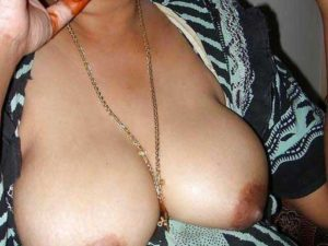 desi aunty big boobs nude exposed pic
