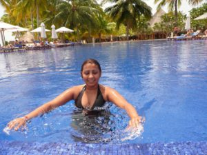 desi indian new wife nude smimming in hotel smimming pool