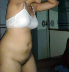 hot indian chubby wife removing her panty nude pic