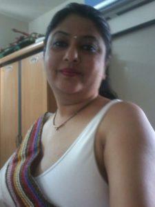 indian bhabhi naked round tits