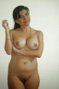indian desi milf nude pic