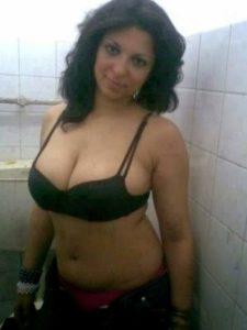 indian mature housewife nude photos