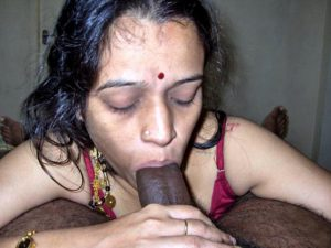 mast desi mature milf sucking big cock