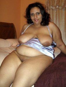 moti MILF ki busty boobs