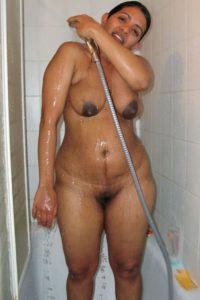 nude bath indian bhabhi