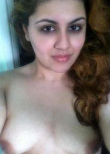 nude desi indian hottie naked selfie