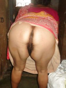 Indian aunty naked ass