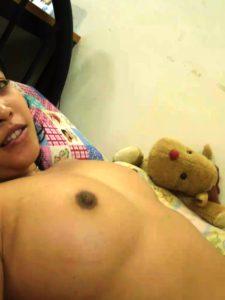 Roudn naked desi girl tits