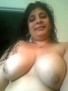 Aunty desi huge naked boobs