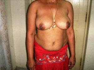Aunty nude round boobs