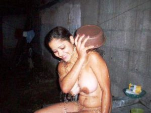 Bathing full nude desi